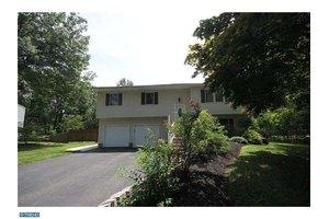 12 Pinehurst Dr, East Windsor, NJ 08512