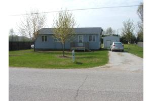 7750 W 56th St, Fremont, MI 49412