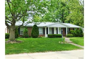 2433 Canter Way, St Louis, MO 63114