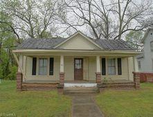 702 Wentworth St, Reidsville, NC 27320