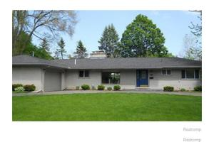 325 Wadsworth Ln, Bloomfield Township, MI 48301