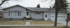 412 10Th St W, Bottineau, ND 58318