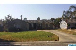 825 N Homassel Ave, Lindsay, CA 93247