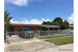 5010 NW 197th St, Miami Gardens, FL 33055