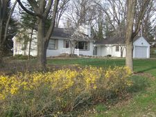 215 Summit Dr, Tower Lakes, IL 60010