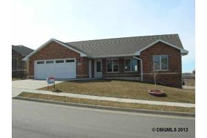 6615 Wellington Ln, Dubuque, IA 52003