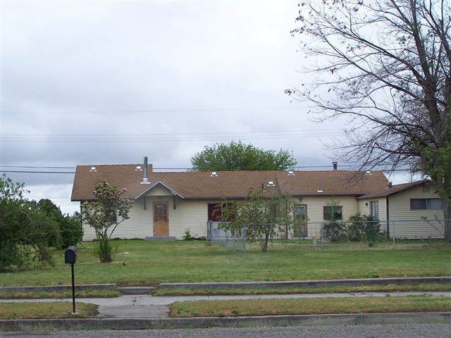 glenns ferry single parents You know you want to look at this home located on a large corner lot, meticulous, clean and in a quiet neighborhood almost 1200 sq ft of single level living space living room.