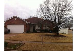 124 Parkcrest Ct, Noble, OK 73068