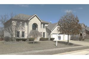 16W766 Jason Ct, Willowbrook, IL 60527