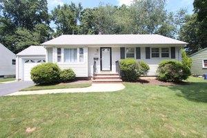 582 Warfield Rd, North Plainfield Boro, NJ 07063