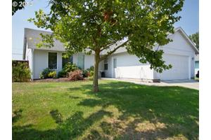 1308 Blue Sky Way, Central Point, OR 97502