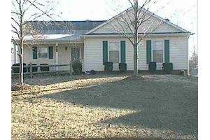 7306 Walnut Wood Dr, Charlotte, NC 28227