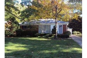 561 Woodlane Dr, Bay Village, OH 44140