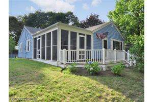 60 Newtown Ave, North Kingstown, RI 02852