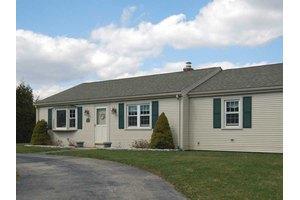 35 Davisville Ln, Narragansett, RI 02882