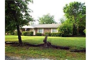 493 Tooley St, Van Alstyne, TX 75495