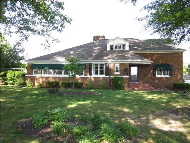 1431 Mesker Park Dr, Evansville, IN 47720