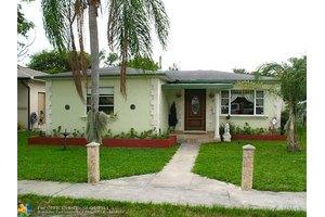 245 SW 5th St, Dania, FL 33004
