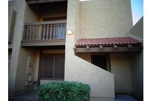 5834 W Winchcomb Dr, Glendale, AZ 85306