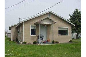 10206 Hughes Rd, Yakima, WA 98903