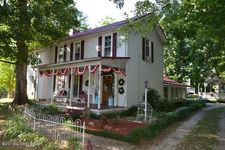 218 Mammoth Cave St, Cave City, KY 42127