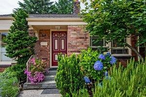 1933 Clise Pl W, Seattle, WA 98199