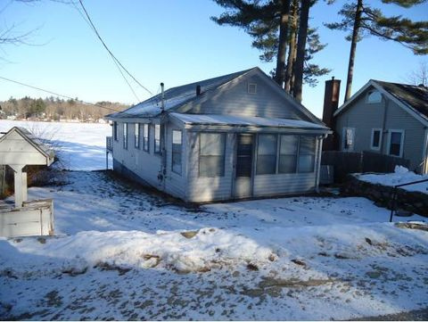 Photo of 60 Shore Dr, Hampstead, NH 03841