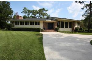 8230 Presidential Dr, Jacksonville, FL 32256