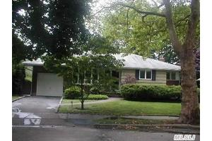 Photo of 10 Emily Ct,Greenlawn, NY 11740