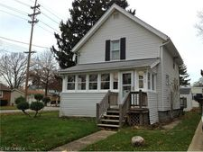 705 Myrtle Ave, Cuyahoga Falls, OH 44221