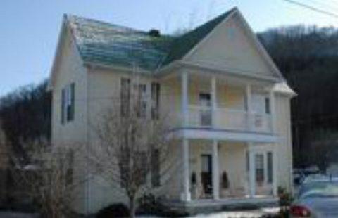 510 Appalachian Trail Dr, Damascus, VA 24236