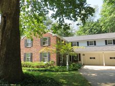 62 Carriage Stone Dr, Chagrin Falls, OH 44022