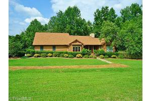 151 Scenic Way, Thomasville, NC 27360