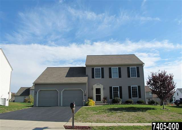325 Silver Maple Ct, Mount Wolf, PA 17347
