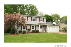 16 Middleton Ln, Penfield, NY 14526