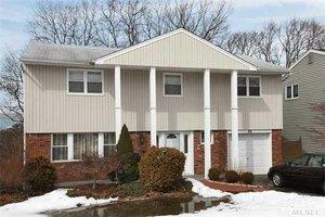 32 Woodoak Ln, Huntington, NY 11743