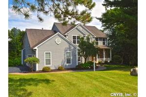 5510 Golden Heights Dr, Manlius, NY 13066