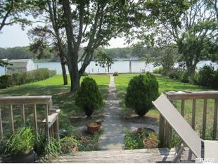 10 Harborview Pl, Center Moriches, NY 11934