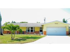 10322 111th St, Seminole, FL 33778