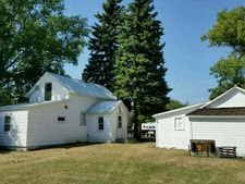 38 1st St Ne, Halliday, ND 58636