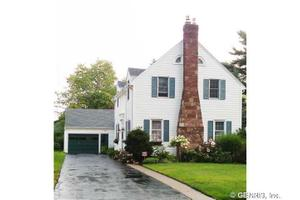 190 Hoover Rd, Irondequoit, NY 14617