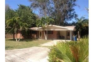 904 Lucas Rd, Fort Myers, FL 33919