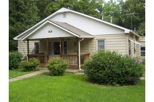 212 E Nichols St, Spring Hill, KS 66083