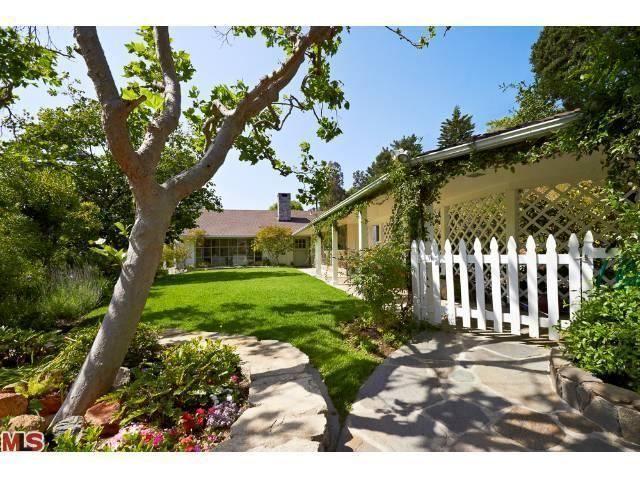 526 Tuallitan Rd, Los Angeles, CA