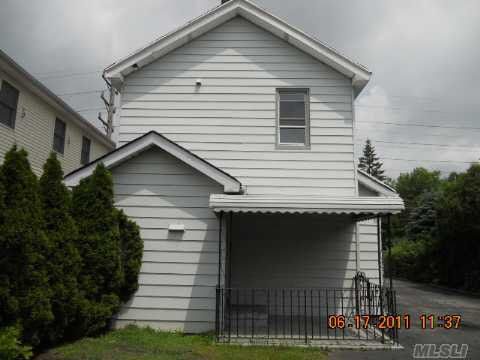 94 Charles St, Floral Park, NY 11001