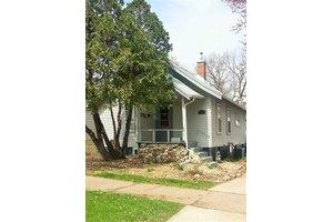 1115 W 11th St, Cedar Falls, IA 50613