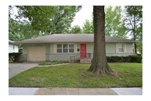 1009 SW Lakeview Blvd, Lee's Summit, MO 64081