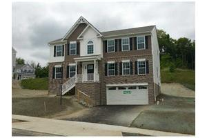 246 Foxwood Rd, Moon Crescent Township, PA 15108