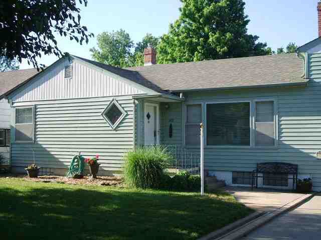 hutchinson ks dating $138,500 single family for sale in hutchinson, ks 2 br single family hutchinson, ks well cared for, 1 1/two level home with formal living and dining on the main floor.