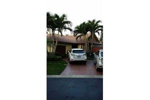 220 SW 113th Ter, Pembroke Pines, FL 33025